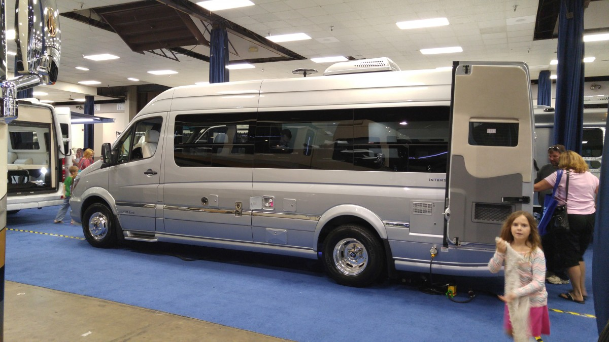 Touring coach by mercedes 2 life untethered for Mercedes benz touring coach