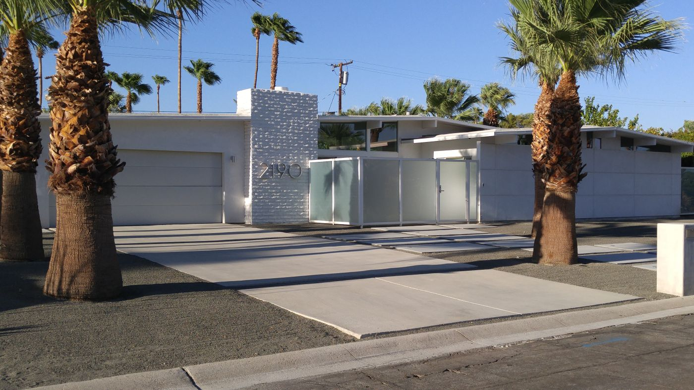 Mid-century modern home Palm Springs CA