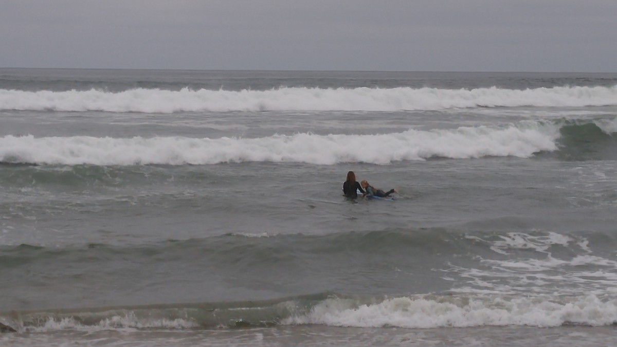 mom daughter surf