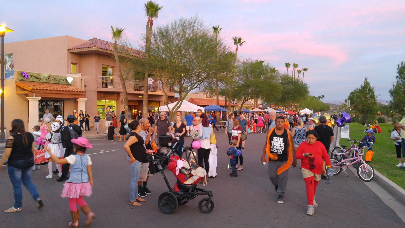Halloween on the Hill Fountain Hills Fountain Crowd